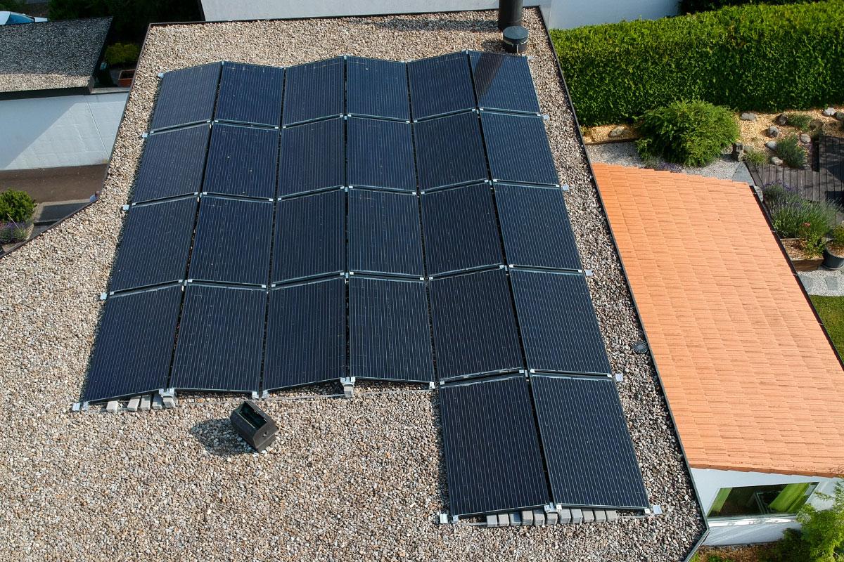 Installation photovoltaïque sur toit plat - Swissolaire